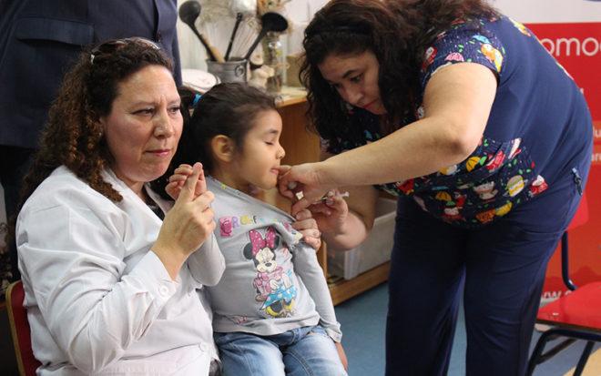 """En el Jardín Infantil """"Amanecer"""" de la JUNJI, las autoridades de Salud reiteraron su llamado a vacunarse y la importancia de que todas las familias se protejan a tiempo."""