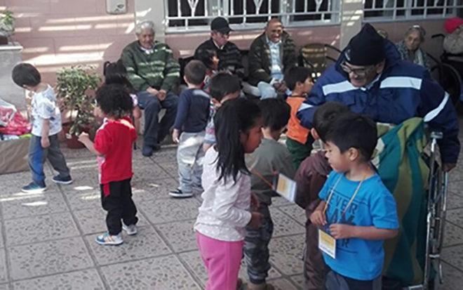 """La programación aniversario consideró también una visita a la unidad educativa VTF """"Mis Pasitos"""" de Calama."""
