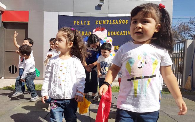 Apoderados, párvulos y la comunidad educativa participaron de animada ceremonia.