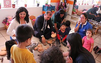 La jornada, tuvo por objetivo que los asistentes participaran de las experiencias educativas significativas que se realizan en los jardines infantiles.