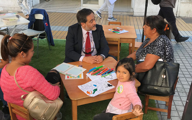 En la oportunidad, el stand de la JUNJI recibió la visita del nuevo Seremi de Educación, Hugo Keith Acevedo, quien destacó su interés por trabajar fuertemente en el fortalecimiento de la Educación Inicial en la Región de Antofagasta.