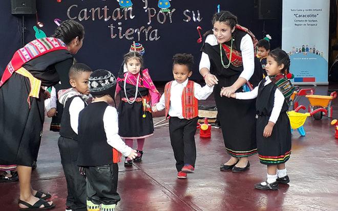 """El disco """"Niños y niñas de Tarapacá cantan por su tierra"""", realizado por artistas locales, tiene como finalidad resaltar la identidad cultural regional y el cuidado del medio ambiente."""
