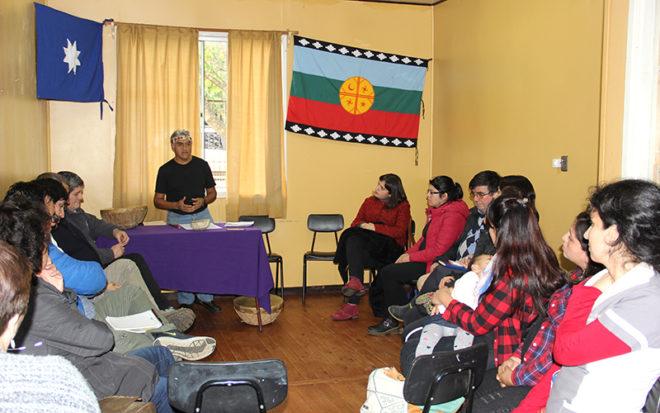 """En el Jardín Infantil """"Los Lobitos"""", ubicado en el sector costero de Niebla, en la comuna de Valdivia, se desarrolló el conversatorio """"Cosmovisión Mapuche y una Intervención con Lawenes""""."""