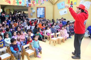 """Alumnos del Colegio Luterano de Punta Arenas regalaron una jornada musical a niños del Jardín Infantil """"Peter Pan"""""""