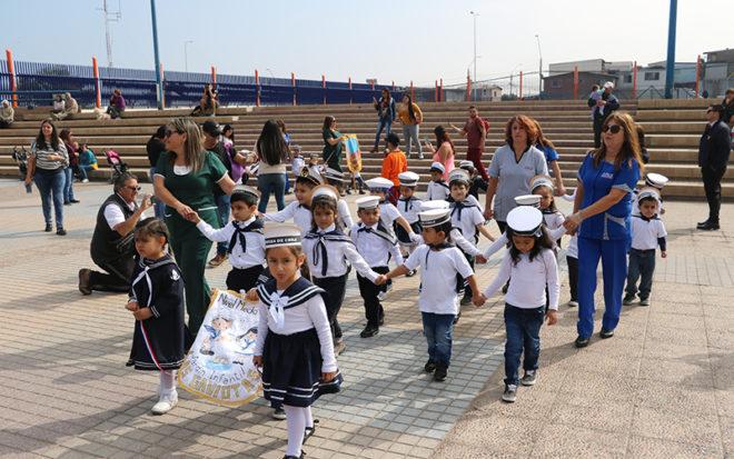 Provistos con impecables trajes de parada, los niños y las niñas junto a sus respectivos equipos educativos, padres y apoderados, hicieron gala de un gran entusiasmo para presentarse en la actividad.