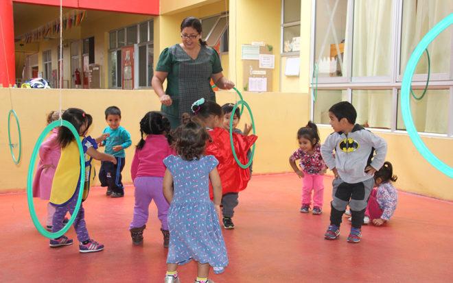 """Jocelyn Cuadra Cáceres: """"Los niños y niñas nos enseñan a vivir sin rencores y se expresan según sus emociones"""""""
