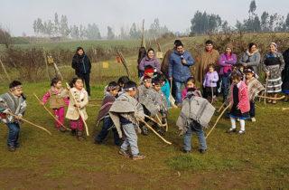 Niños y niñas participan en encuentro de juegos Mapuche
