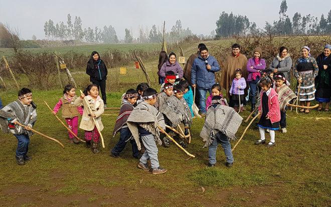 """Sesenta """"pichikeche"""" asistieron a este encuentro de juegos Mapuche, organizado por la JUNJI, en el marco de la celebración del día del Patrimonio Cultural, y visibilizar el aporte de los jardines infantiles en la revitalización de las tradiciones y cultura ancestral."""