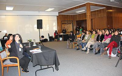 El seminario comenzó abordando el fenómeno de la migración en las que participaron las antropólogas de la Universidad Austral de Chile (UACh), Patricia Fernández, y Ruth Bravo de la Universidad Católica de Temuco.