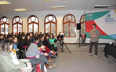 El seminario concluyó con la intervención de José Andrés Murillo, quien desarrolló los alcances de la Política de Ambientes Bientratantes implementada por la JUNJI, en la que la confianza lúcida es uno de sus fundamentos para el bienestar de niños y niñas.