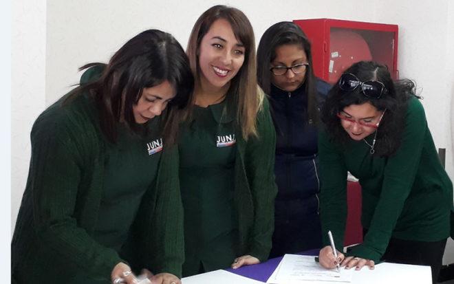"""Educadoras de la JUNJI, Integra y de establecimientos educacionales de Tarapacá firmaron el convenio """"Tus competencias en ciencias"""""""