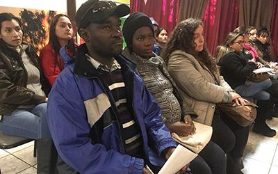 """La apoderada haitiana del Jardín Infantil """"Tren de Mis Sueños"""", Darline Jeudy, destacó que """"esta actividad fue súper buena para unir a todos los países. Aquí son muy buenos con los niños en los jardines infantiles""""."""