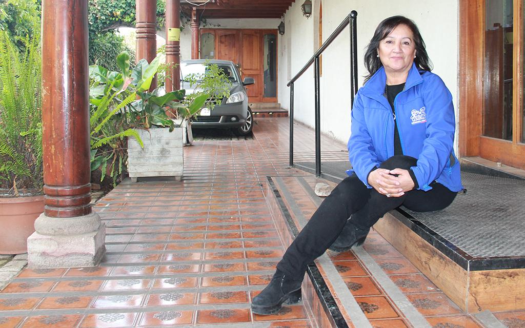 Con casi 42 años de trabajo, esta educadora lidera la gestión de un jardín infantil que destaca por su sello científico y medioambientalista.