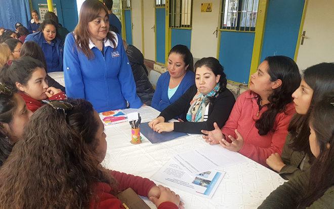 """La iniciativa denominada """"Política de Reconocimiento y participación de las Familias"""" buscó generar espacios de participación ciudadana para fortalecer el vínculo de las familias ovallinas y las comunidades educativas."""
