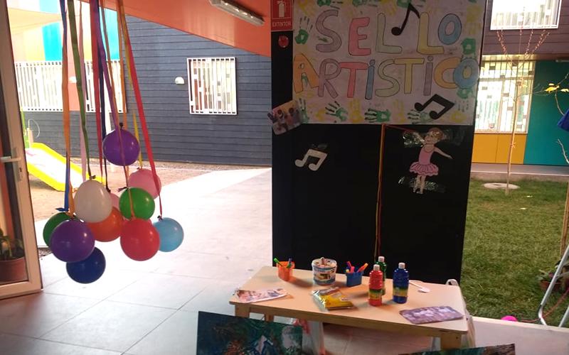 Además la comunidad, en un proceso participativo, decidió que el sello del jardín infantil fuese artístico.