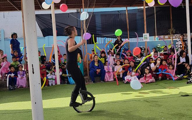"""Una delegación de artistas pertenecientes al Circo """"Los Hermanos Maluenda"""", hizo gala de sus habilidades, lo que despertó el asombro y los aplausos de la concurrencia."""