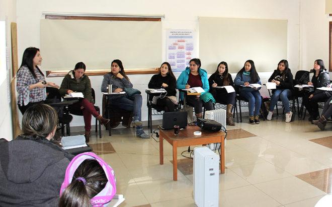 Educadoras y técnicos en educación parvularia que se desempeñan en las salas cuna y jardines infantiles JUNJI de la región de Los Ríos valoraron la oportunidad de capacitarse ya que les sirve para ampliar sus conocimientos.