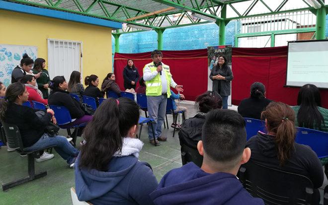 """La actividad congregó la participación de dirigentes vecinales, pobladores y apoderados del barrio Nuevo Chile y se realizó en el Jardín Infantil """"Los Patitos""""."""