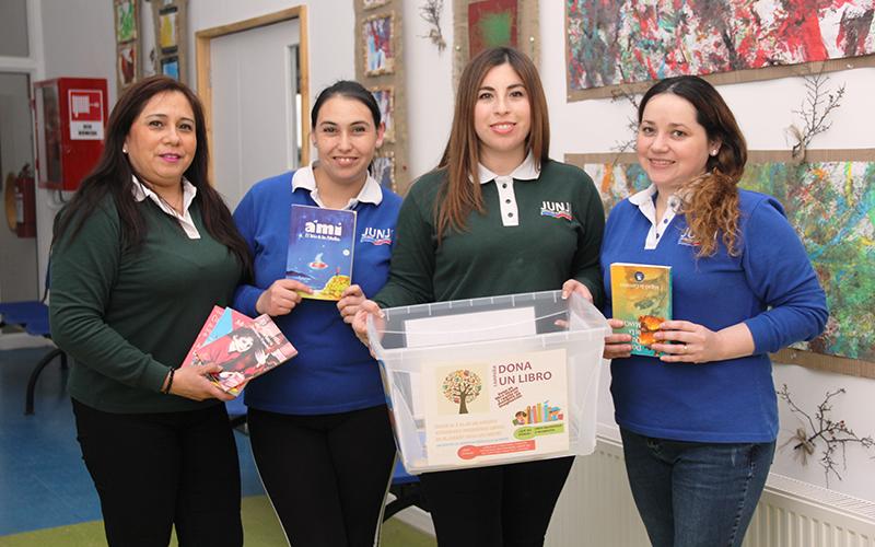 """Proyecto del Jardín Infantil """"Villa Las Nieves"""" considera acercar textos en buen estado a las personas que no suelen disfrutar de la lectura."""