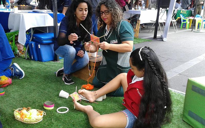 El cariño, paciencia y dedicación de las monitoras fue uno de los aspectos destacados por las alumnas del establecimiento de educación superior AIEP, que visitaron la muestra.