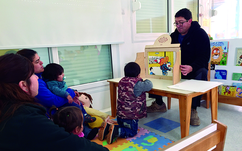 """La iniciativa responde a una estrategia del Jardín Infantil """"Vicente y las Letras"""" de Cartagena para involucrar a las familias en el proceso educativo y generar aprendizajes significativos y pertinentes."""