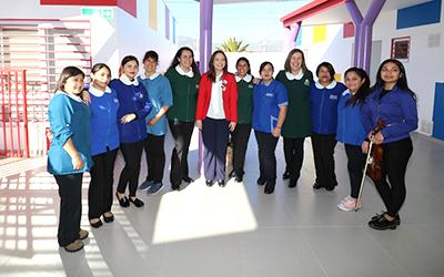 Hoy el 96,9% de las personas que están fuera de la fuerza laboral por razones familiares permanentes en Chile son mujeres y justamente una de las mayores barreras de entrada al mundo profesional remunerado es no contar con una sala cuna.