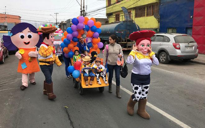 """Jornadas de zumba familiar, festival de la voz, trajes ecológicos, hermoseamiento del recinto, misiones imposibles y un desfile de carros alegóricos inspirados en los superhéroes, """"Toy Story"""" y """"Coco"""", marcaron el sello distintivo de este nuevo cumpleaños."""