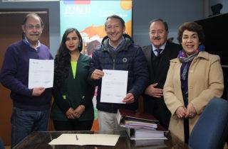 """Jardín Infantil """"Pequeño Duende"""" de Machalí entrega documentos para optar al Reconocimiento Oficial"""