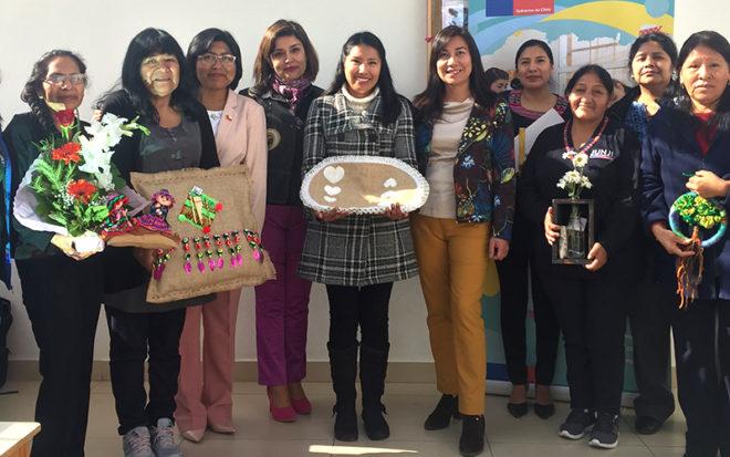 Fueron homenajeadas: María Mamami, Martha Cañari, Santusa Mamani, Eva Flores, Mery Quelca, Gloria Castro, Susana Achillo y Silvia Cañari, quienes estuvieron acompañadas por las encargadas y apoderados de los establecimientos en los que se desempeñan.