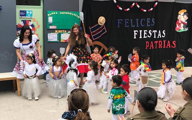 Los festejos con ocasión de la Semana de la Chilenidad se iniciaron con un acto oficial, donde los niños y las niñas presentaron danzas características de Chiloé, Rapa Nui y la zona norte.