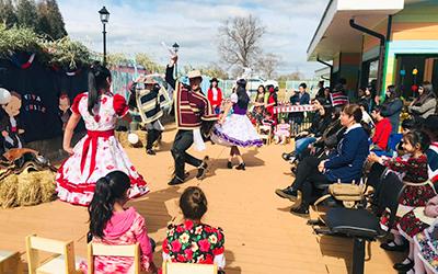 La programación también consideró una presentación de baile en la que participaron los párvulos del jardín infantil, y alumnos y alumnas de la Escuela Municipal de Folleco.