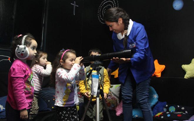 El establecimiento desde el año 2000 cuenta con una sala de Ciencias y Astronomía lo que les permite, a niños y niñas, ir conociendo activamente el universo cercano y lejano.