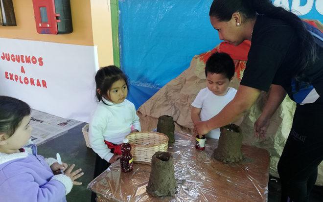 """Niños y niñas del Jardín Infantil """"Los Guayabitos""""conocieron el folclore, juegos tradicionales, geografía, agricultura y ganadería de Bolivia, Perú, Colombia, Ecuador y Venezuela."""