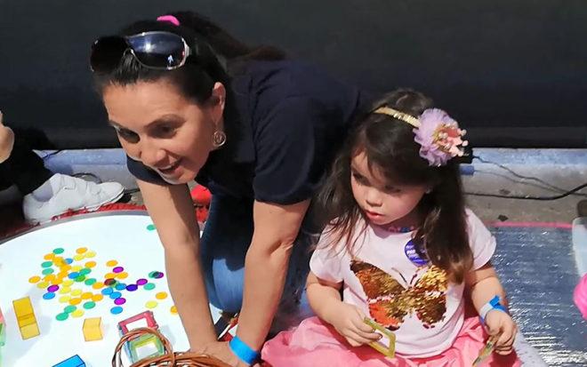 Maribel Sánchez, supervisora de la institución, explicó que a la muestra asistieron equipos de diferentes jardines infantiles, los cuales mostraron el trabajo pedagógico que se realiza en las aulas de los establecimientos parvularios.
