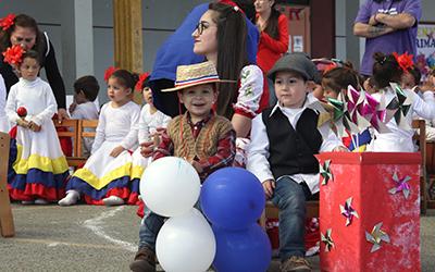 Una corrida venezolana y bailes haitianos entre otros números artísticos fueron parte de este evento que contó con la participación de una gran cantidad de familias.