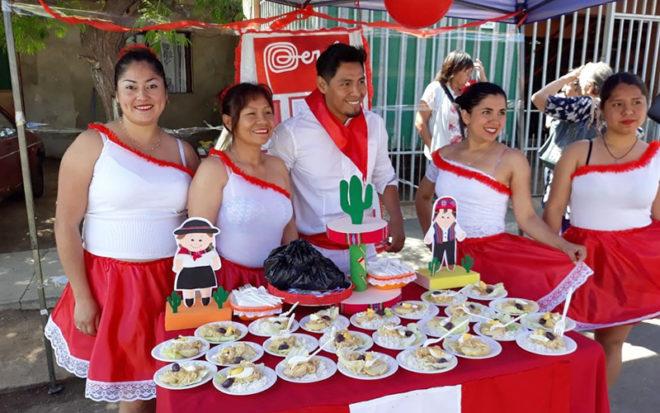 Fue así como cada nivel preparó un stand de comida tradicional y agasajó al público con bailes típicos de Bolivia, Colombia, Perú, Venezuela y Chile.