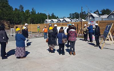 La actividad consistió en una visita a la obra donde participó el alcalde de la comuna, Carlos Barra; el director regional de la Junji Araucanía, Juan Pablo Orlandini, vecinos de Villa El Mirador y representantes de la empresa constructora.
