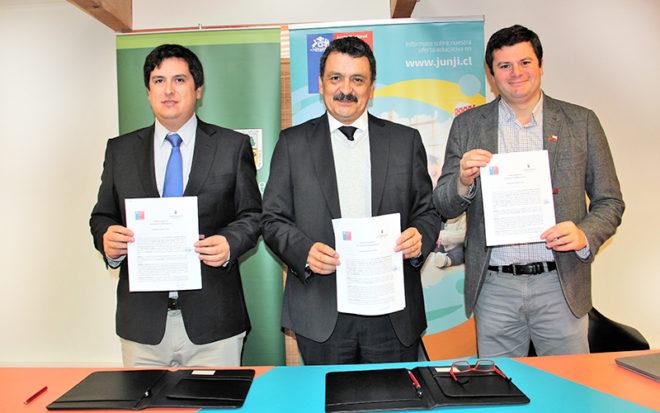 La Junji Los Ríos y la Universidad Austral firmaron un acuerdo que busca que ambas instituciones aúnen esfuerzos para fortalecer el trabajo que se desarrolla a favor de la primera infancia.