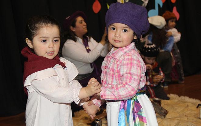 Las familias de los párvulos provenientes de Argentina, Venezuela, Colombia, México, Paraguay y otras partes de Chile fueron parte de un inolvidable espectáculo.