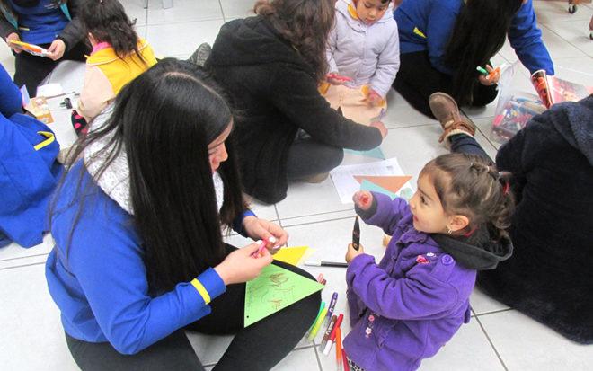 """El proyecto """"Banderines Mistralianos"""" busca fomentar la lectura de la obra de la poetisa y la apropiación de su legado literario infantil por parte de niños y niñas del jardín infantil """"Rayito de Sol"""" de Vicuña."""