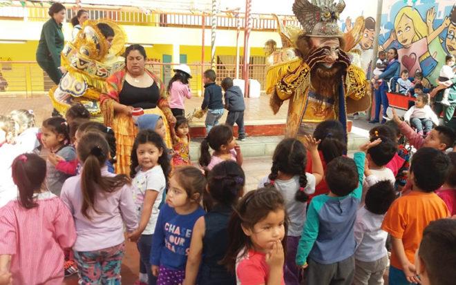 Interés, participación y compromiso mostraron las familias, quienes llevaron a cabo diversas obras de hermoseamiento y ornamentación del entorno y de las aulas del establecimiento.