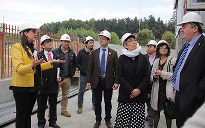 La coordinadora del programa aumento de cobertura de la JUNJI, Claudia Martínez, explicó que la obra es de dos pisos a cargo de la constructora Nahen, entrega 70 puestos de trabajo para la construcción.