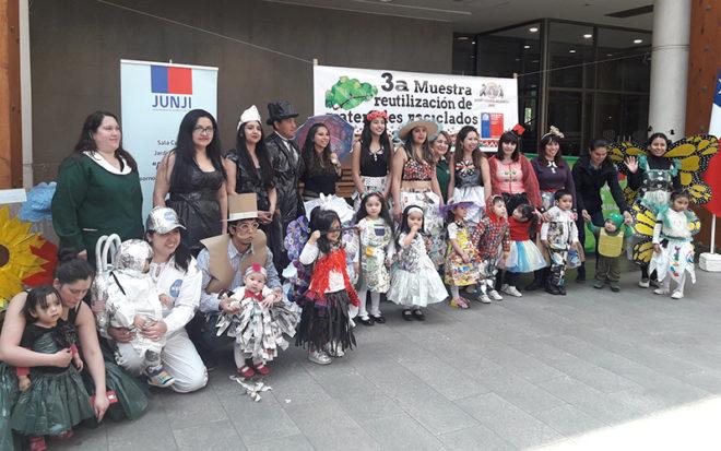 Los trajes fueron confeccionados con materiales reciclados, elaborados por los apoderados y familias del jardín osornino, cuyo establecimiento cuenta con certificación ambiental de excelencia otorgada por el Ministerio del Medio Ambiente.