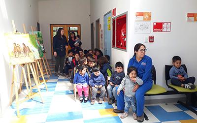 La exposición inaugurada el lunes 12 de noviembre, contó con la participación de representantes de la Corporación Cultural de la municipalidad de Paillaco, la comunidad educativa, vecinos y vecinas de Santa Rosa y alumnos de la Escuela Rural Estrella de Chile.