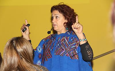 Blanca Hermosilla es educadora de párvulos, licenciada en educación y magíster en Gestión Educacional, autora de diferentes textos y artículos, Premio Nacional 2008 del Colegio de Educadoras de Párvulos de Chile.