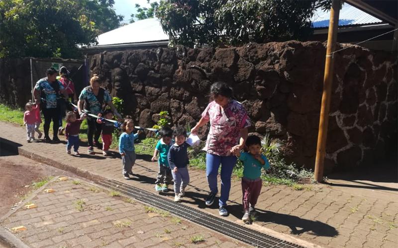 La actividad realizada junto a otros organismos e instituciones de la Isla de Pascua, buscó evaluar el tiempo de respuesta y manejo del recinto educativo ante las emergencias.