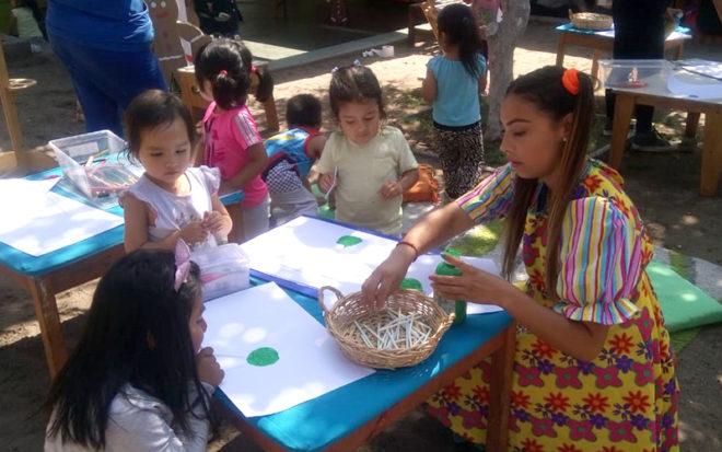 """La iniciativa del Jardín Infantil """"Los Guayabitos"""" tuvo por finalidad que los párvulos a través del juego, se acercaran a la lectura de una manera lúdica."""