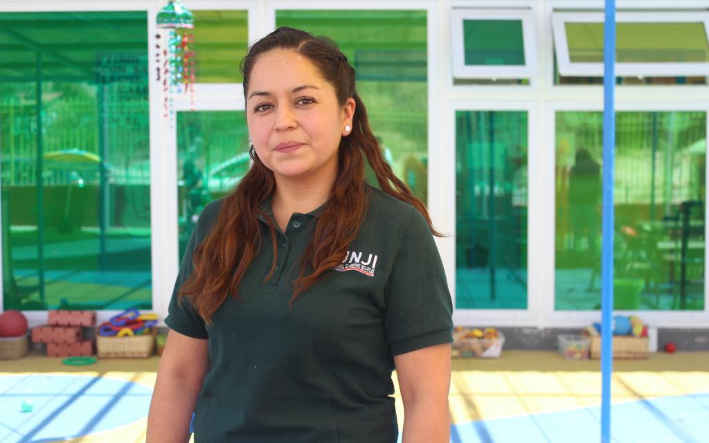 Oriunda de la localidad de Caldera en la costa de Atacama estudió educación parvularia para cumplir el que siempre fue el sueño de su vida.