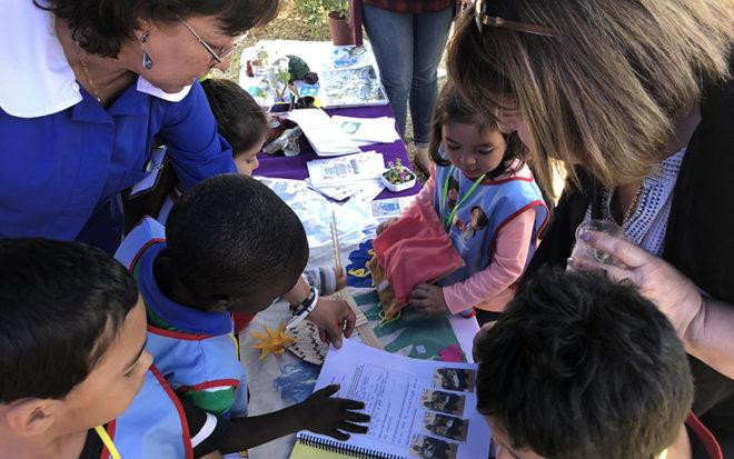 Niñas y niños fueron los anfitriones encargados de presentar a la comunidad sus stands con el trabajo técnico pedagógico realizado en sus establecimientos durante el año.