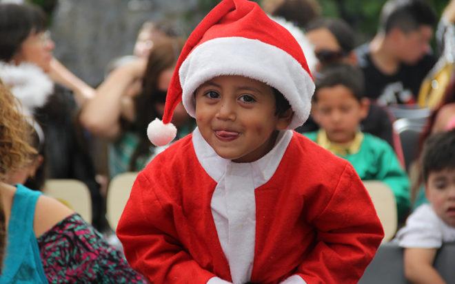 Las fiestas de fin de año son las más esperadas por los niños y niñas. Pero estas festividades no sólo propician un ambiente de esperanza y cercanía familiar, sino que pueden venir de la mano con situaciones de estrés.